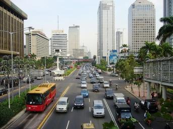 Jakarta sebagai kutub pertumbuhan bagi perkembangan daerah sekitanya (Jabodetabek)